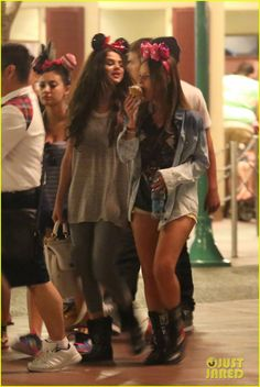 Selena Gomez: Disneyland with Austin Mahone! | selena gomez disneyland with austin mahone 03 - Photo
