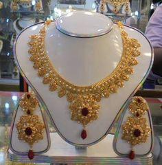 Designer Jewellery, Designer Earrings, Gold Jewellery, Jewelry Design, Gold Fashion, Women's Fashion, Fashion Necklace, Fashion Jewelry, Gold Chain Design