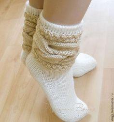 Купить или заказать Душа дерева. Носки шерстяные, вязаные, обувь для дома. в интернет-магазине на Ярмарке Мастеров. Когда слабею, я прижимаюсь к стволу дерева и оно щедро делится со мной своей силой. От души. Жалеет, наверное... Эти вязанные теплые носки за счет необычно оформленного верха стильно смотрятся с низкими ботинками как короткие гетры. И еще это хороший подарок для любителей вязаной домашней обуви.