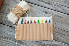 Keep the kids busy at your wedding with these awesome homemade #burlap crayon kits! {@jamieblow}