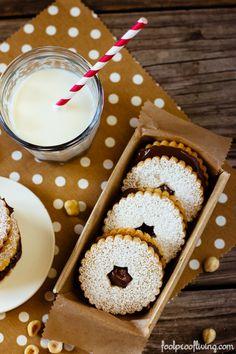Nutella Sandwich Cookies - Nutella in between two delicious shortbread cookies. #cookies #nutella