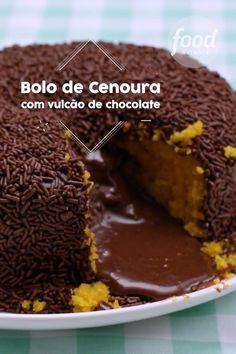Confira a receita de Bolo Vulcão de Cenoura do FoodNetwork Brasil Sweet Recipes, Cake Recipes, Dessert Recipes, Food Network Recipes, Cooking Recipes, Cooking Eggs, Tasty Videos, Love Food, Food Porn
