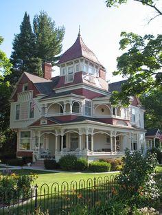 Victorian Architecture, Beautiful Architecture, Beautiful Buildings, Beautiful Homes, House Architecture, Beautiful Dream, Beautiful Ladies, Simply Beautiful, Victorian Style Homes