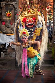 Balinese dancer and Barong. Barong is the king of the spirits, leader of the hosts of good, and enemy of Rangda, the demon queen and mother of all spirit guarders in the mythological traditions of Bali. Bali Lombok, Borneo, Ubud, Java, Barong Bali, Cultural Dance, Voyage Bali, Indonesian Art, Borobudur