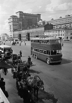 Двухэтажный троллейбус. Москва, 1935 год.