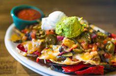 Manjares de la #CocinaMexicana. Nachos con crema agria y guacamole. Opción ideal en los #restaurantes de #MexicoDF. http://www.bestday.com.mx/Mexico/Restaurantes/