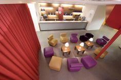 Voor een workshop kiest u een locatie die qua sfeer goed past bij de inhoud van de workshop en voor de deelnemers goed bereikbaar is. U boekt een zaal met comfortabele stoelen, voldoende daglicht en goede catering.