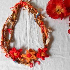"""Collier textile multicolore rouge, marron  et orange thème """"fleurs des champs"""""""