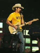 Brad Paisley rockin' blue and gold