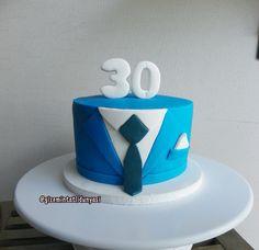 """143 Beğenme, 2 Yorum - Instagram'da Butik Pasta / Kurabiye (@gizemintatlidunyasi): """"30 Yaş Görünümlü 32 Yaş Pastası  #30birthday #30birthdaycake #30yaspastasi #suitcake"""""""