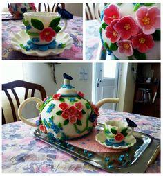 Tea pot and cups cake!