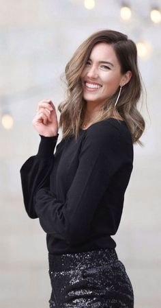 OBSESSED with this hair cut! Love love love the soft curls and the way the balayage isn't too obvious but brightens the face! Long bobs are amazing! Long Bob Balayage, Balayage Hair, Holiday Nights, Business Hairstyles, Mid Length Hair, Soft Curls, Hair Hacks, Hair Tips, Business Dresses