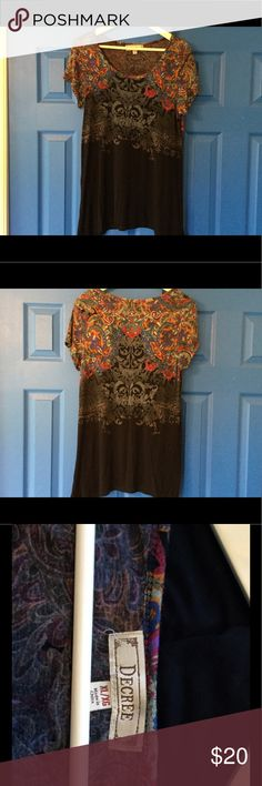 "Western print Decree top size xl This is a very pretty flowy top. Print has a western/Aztec look. Has slight side tales. Size XL measurements: shoulders 17"", pits 15"", length 27"" only worn once Decree Tops"