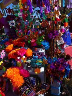 azultierra:    miss-mary-quite-contrary:    Santa Fe International Folk Art Market