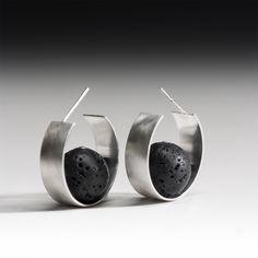 """boucles d'oreilles """"équilibre"""" Emmanuelle Hamet - argent, pierre de lave"""
