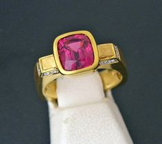 Rare Raspberry Spinel / Diamonds 18K Gold Ring