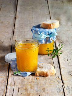 Ungewöhnlicher Fruchtaufstrich aus Mango, Pfirsich, Orange, frischem Thymian und einem Schuss Sekt - fulminant!