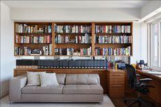 Apartamento Nova Iorque / Paula Neder #homeoffice #shelves