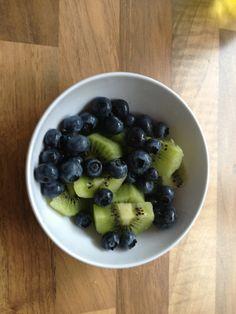 Blauwe bessen en kiwi