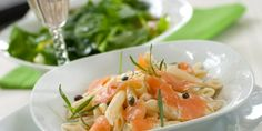 Pasta with Smoked Salmon and Capers Recipes Using Smoked Salmon, Smoked Salmon Pasta, Smoked Salmon Appetizer, Seafood Recipes, Appetizer Recipes, Pasta Recipes, Dinner Recipes, Napoleons Recipe, Spaghetti