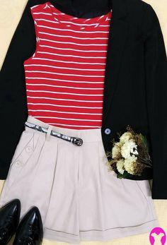 Boa noite com o lindo look da página, de hoje!😆 Combinei um blazer preto, blusa vermelha de listras bancas e short nude. Com acréscimo do cinto animal print, metálico e do oxford preto, de verniz.  O conjunto ficou fashion e cheio de estilo! #creative #fashion #style #stripes #inspire-se #combine #arrasenoestilo