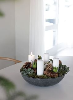 This year I decided to make my own Christmas floral arrangement with advent lights. One of the reasons I wanted to do mine is that … Decorations Christmas, Scandinavian Christmas Decorations, Christmas Wreaths, Christmas Gift Wrapping, Diy Christmas Gifts, Christmas Time, Christmas Ideas, Christmas Flower Arrangements, Christmas Flowers