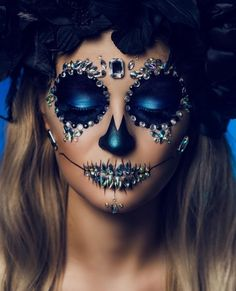 Pin by Karen Diaz on Halloween in 2019 Unique Halloween Makeup, Halloween Makeup Sugar Skull, Halloween Eyes, Skull Makeup, Halloween Kostüm, Halloween Costumes, Devil Makeup, Scary Makeup, Face Makeup