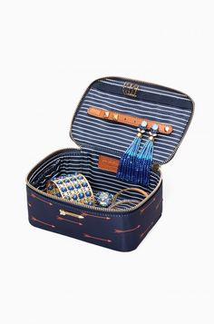 Travel Jewelry Box in arrow print, coming soon from Stella & Dot!  Stay organized and avoid tangles with the Travel Jewelry Box. Adorn your dresser with the stunning arrow print, then throw it in your bag for a weekend away full of outfit changes.