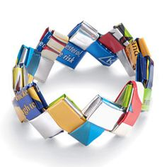Loved making chains this way with gum wrappers as a child. Like the closing into a bracelet