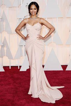Zoe Saldana looked lovely in an elegant blush Atelier Versace gown and a dainty diamond choker necklace on the Oscars 2015 Red Carpet. Zoe Saldana, Atelier Versace, Versace 2015, Celebrity Red Carpet, Celebrity Dresses, Celebrity Style, Celebrity Gossip, Vestidos Oscars, Glamour