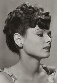 Gene Tierney 's hair! *inspiration*