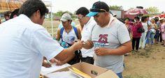 El proyecto de prosperidad se consolida en el estado con la entrega de escrituras y documentos agrarios, porque éstos otorgan certeza jurídica a las familias para alcanzar una estabilidad plena, afirmó el gobernador Javier Duarte de Ochoa.