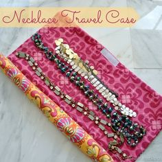 Jewelry Organizer Tutorial: Roll-up travel necklace organizer - Tracie from Cleverly Inspired shows how to make a roll-up travel organizer to keep your necklaces from becoming a big ol' jumbled mess. The design is cleverly simple – just a fabric ma… Lip Jewelry, Jewelry Roll, Travel Jewelry, Jewelry Case, Jewelry Pouches, Fashion Jewelry, Diy Necklace Travel Case, Jewellery Storage, Jewelry Organization