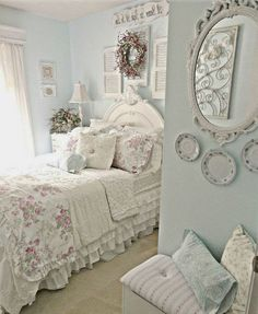 39 Beautiful Shabby Chic Decor To Beautify Your Home - Do you want an easy and fun decorating style to use in your home? Shabby chic decorating is the decorating style for you! Shabby chic decorating uses . Shabby Chic Bedroom Furniture, Shabby Chic Bedrooms, Bedroom Vintage, Shabby Chic Homes, Bedroom Decor, Bedroom Ideas, Chic Bedding, Bedroom Designs, Shabby Chic Upholstered Bed
