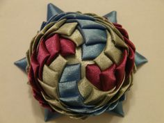 Quilted Ornaments, Ball Ornaments, Fabric Origami, Christmas Balls, Christmas Baubles
