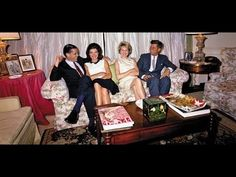 Excerpts from a conversation on January between then Senator Kennedy, Jacqueline Kennedy, Ben Bradlee, his wife Toni Bradlee, and James Cannon. Jackie Kennedy Style, Los Kennedy, Jacqueline Kennedy Onassis, John F Kennedy, Senator Kennedy, Hyannis Port, Vintage Videos, Famous Women, Famous People