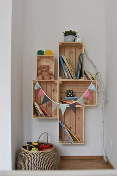 DIY Regal aus Holz Ikea Hack The post DIY Regal aus Holz appeared first on Zimmer ideen. Diy Wooden Shelves, Wooden Bookcase, Wooden Diy, Wooden Boxes, Ikea Bookcase, Decoration Bedroom, Diy Home Decor Bedroom, Ikea Bedroom, Bedroom Ideas