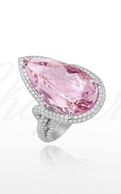 Red Carpet Collection in white gold set with a pear-shaped morganite and diamonds