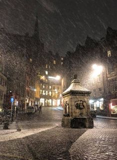 Victoria Street, Edinburgh during the snowfall