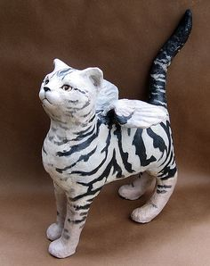 angel cat, paper mache... must try my hand at this