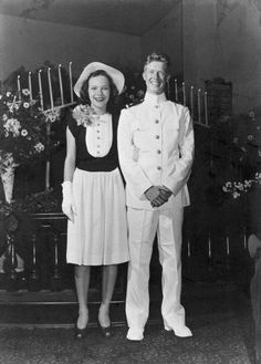 Former United States President and Nobel Peace Prize winner, Ensign Jimmy Carter and Rosalynn (Smith) Carter got married soon after Jimmy Carter's graduation from the Naval Academy in 1946 Wedding Tips, Wedding Photos, Wedding Ceremony, Wedding Beach, Bridal Tips, Wedding Themes, Wedding Colors, Air Force One, Georgie