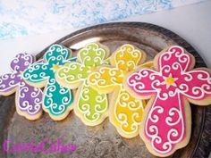 bright and cheery crosses - NFSC covered in MMF with RI piping Galletas Cookies, Iced Cookies, Easter Cookies, Fun Cookies, Cupcake Cookies, Sugar Cookies, Decorated Cookies, Christmas Cookies, Communion