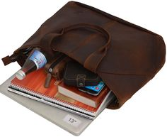 """Eine echte Schönheit mit Charakter! Das ist """"Cecilia"""". Die Handtasche aus hochwertig verarbeitetem, dunkelbraunem Büffelleder eignet sich perfekt als Shopper für die Stadt, die Uni oder die Arbeit - Ledershopper - Lederhandtasche - Gusti Leder - 2M43-26-23"""