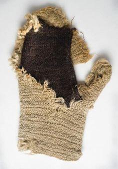 Museokuva Matti Huuhka & Co. / Matti Huuhka 25.11.2009 Naalbound outer mitten with knit inner mitten?