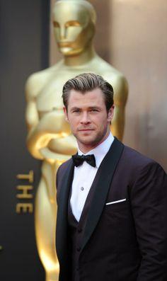 Chris Hemsworth at the Oscars. Bucket List For Girls, Bucket Lists, Snowwhite And The Huntsman, Hemsworth Brothers, Chris Hemsworth Thor, Star Actress, Australian Actors, Hot Actors, Most Beautiful Man