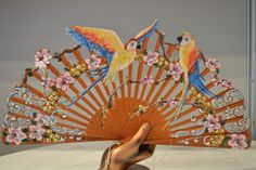 Calado and has hand-painted Spanish Seal Craft (AEA) Antique Fans, Vintage Fans, Hand Held Fan, Hand Fans, Parrot Image, Seal Craft, Hot Flashes, Bird Art, Vintage Accessories