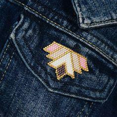 Brooch for jeans Based on @manue_lj's work // Брошь 8, неделя 8 из 10. Нет, все-таки успела сфотографировать. Геометрическая брошка идеально смотрится на кармашке джинсовки. И цвета на синем особенно играют своими оттенками. Универсальная форма, как оказалось, хорошо смотрится и в форме кулона Проект идёт к концу и время убыстряется так, что сложно успеть воплотить все задумки. Но я стараюсь! #проектбытьлучше #ninaseledkova_бытьлучше