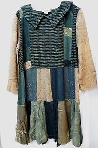 No es un blusón pero tampoco un vestido, para mi gusto es una prenda combinable con pantys de lana o para las más atrevidas con una falda de uno de los tonos.