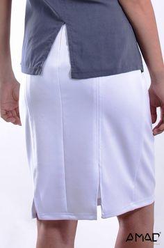 Falda en tela spandex con dos aberturas atrás