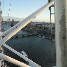 #tbt Londen  2012 tijdens de Olympische Spelen Vanuit het London Eye  een mooi uitzicht over de stad.  #tbt During the Olympics  in 2012 I was in London. Had the best time. Picture taken in the London Eye. #london #londoneye #olympics #olympics2012 #uk #greatbritain #engeland #unionjack #hakeln #haken #crochetpattern #crossstitch #pillow #cushion #blanket #plaid #bigben #interior #interieur #interiordesign #diy #crochetmelon